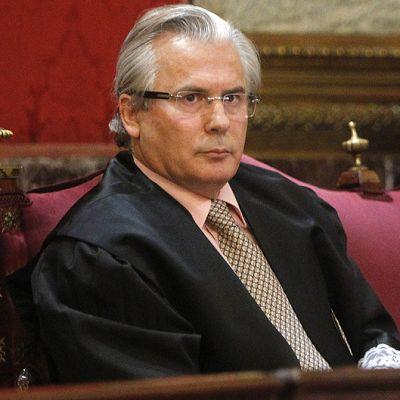 Baltazar Garzon oikeussalissa oikeudenkäyntinsä ensimmäisenä päivänä.