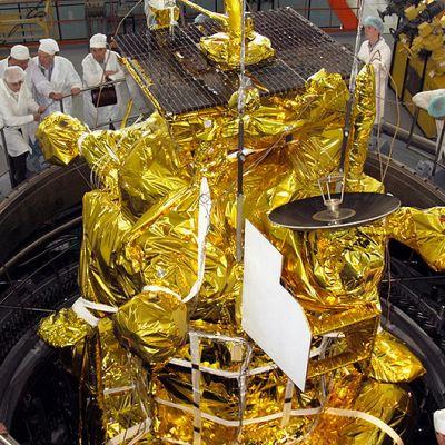 Phobos-luotainta valmistellaan laukaisua varten Baikonurin avaruuskeskuksessa.