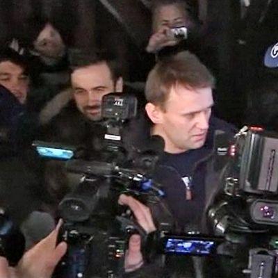 Aleksei Navalnyi joutui video- ja valokuvakameroiden ristituleen päästessään vapauteen.