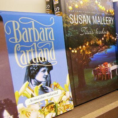 Mm. Barbara Cartlandin ja muiden viihdekirjailijioiden teokset joutuvat kirjastojen hankinnoissa mustalle listalle, kun Virossa aletaan toteuttaa kulttuuriministeri Rein Langin kaavailuja.