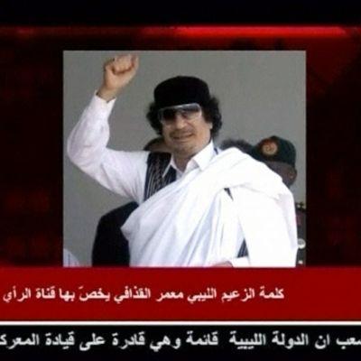 Televisiokanava al-Rain lähettämän puheen taustalla oleva still-kuva Muammar Gaddafista.