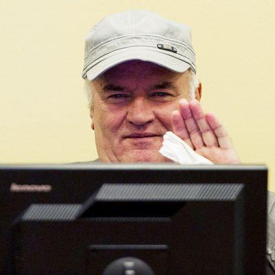 Ratko Mladic  osallistuu YK:n sotarikostuomioistuimen oikeudenkäyntiin Haagissa.