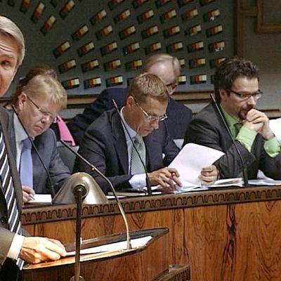 Pekka Haavisto puhumassa eduskunnassa.