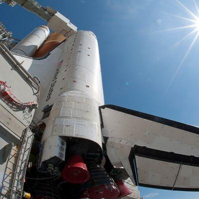 Avaruussukkula Endeavour laukaisualustalla Kennedy Space Centerissä Cape Caaveralissa Floridassa