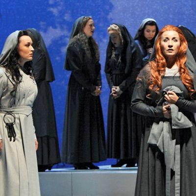 """Kansallisooppera esittää Puccinin """"Il Tritticon""""."""