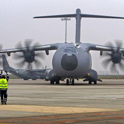 Airbusin A400M-kuljetuskone Sevillan lentokentällä.