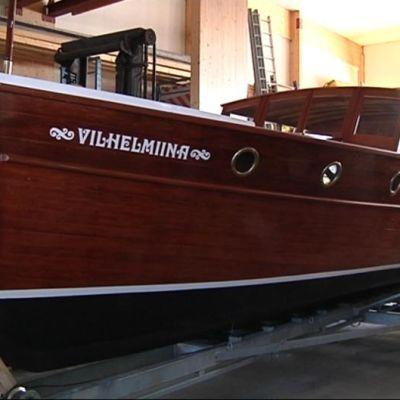 Salonkivene Vilhelmiina on kunnostettu.