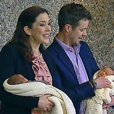 Tanskan kruununprinsessa Mary ja kruununprinssi Fredrik kaksosineen