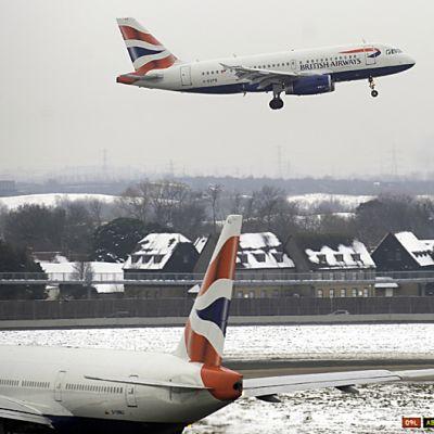 Lentokone nousee ilmaan Heathrown kentältä
