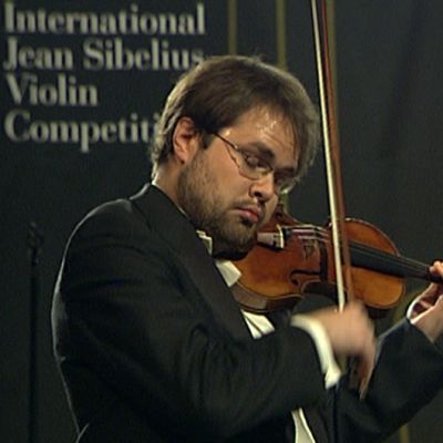 Petteri Iivonen Sibelius viulukilpailun finaalissa.