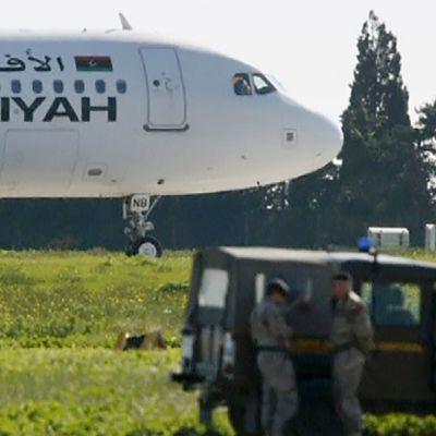 Kaapattu kone Maltan lentokentällä 23. joulukuuta.