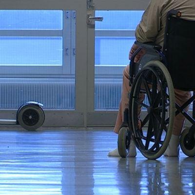 Pyörätuoli ja potilas