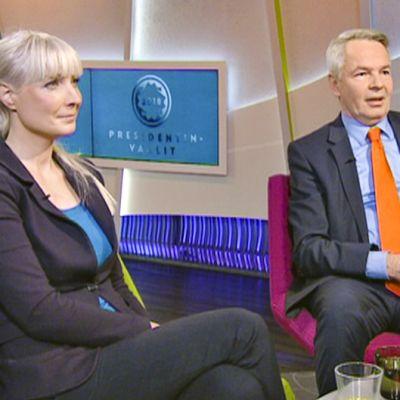 Laura Huhtasaari ja Pekka Haavisto aamu-tv:n studiossa.
