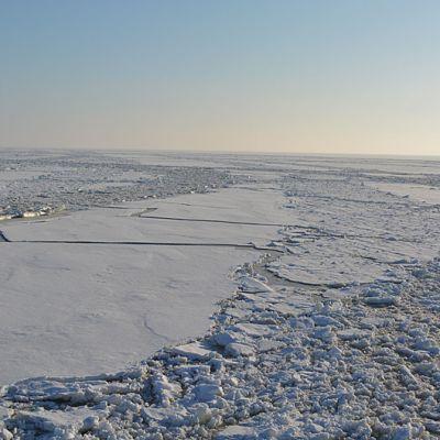 Jäänmurtajan tekemä meriväylä