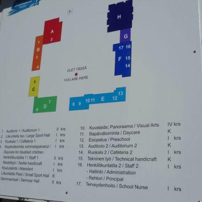 Seminaarin koulun kyltti Hämeenlinnassa