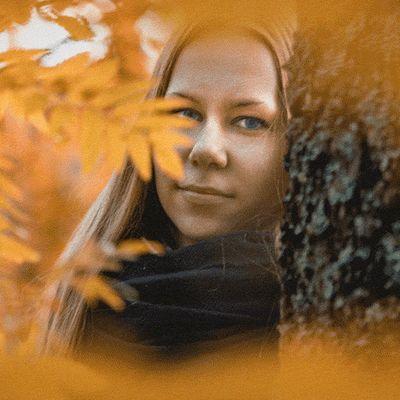Nuori nainen katoaa kuvasta