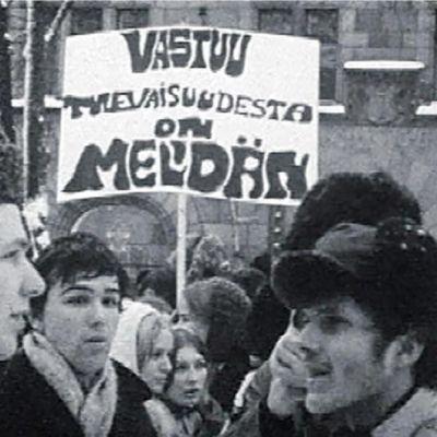 Teiniliiton mielenosoitus