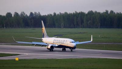 Ett flygplan landar