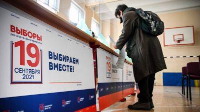 Kvinna i Moskva deltar dem 18 september i det ryska presidentvalet.