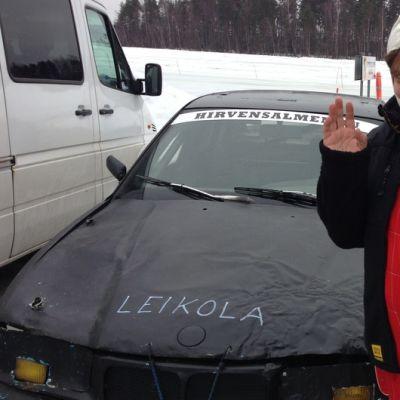 Ismo Leikola ja jokkisauto.