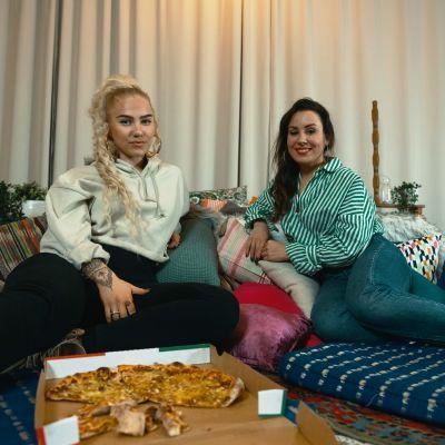 Evelina ja Alma Hätönen