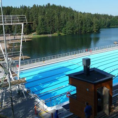 Ahveniston maauimala Hämeenlinnassa juuri ennen uutta avaamistaan