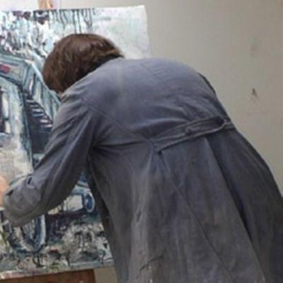 taidemaalari maalaa taulua