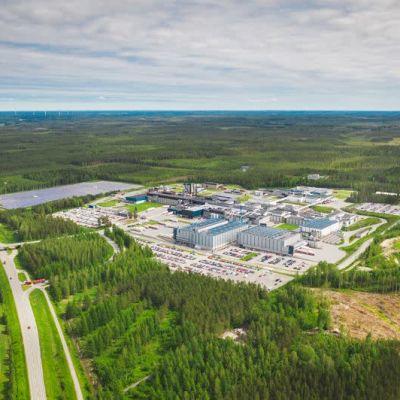 Atrian tuotantolaitos Nurmossa ilmasta kuvattuna