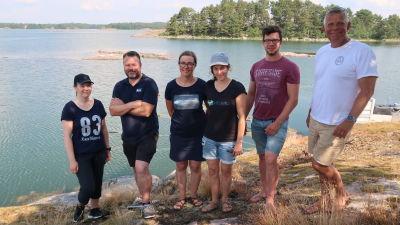 Bild av Emma Forss, Robin Gottberg, Joanna Norkko, Laura Kauppi, Norman Göbeler och Alf Norkko som samarbetat i forskningen med  golvvärme på havsbottnet.