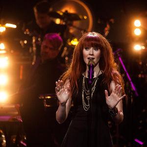 Johanna Kurkela esitti SuomiLOVE-konsertissa suosituimmaksi rakkauslauluksi valitun Rakkauslaulun.