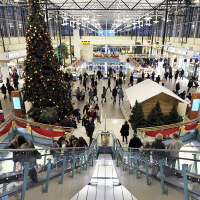 Kauppakeskus Jumbossa Vantaalla myymälät olivat poikkeusluvalla auki loppiaisena 6. tammikuuta. Perusteena poikkeusluville on etenkin venäläismatkailijoiden palveleminen.