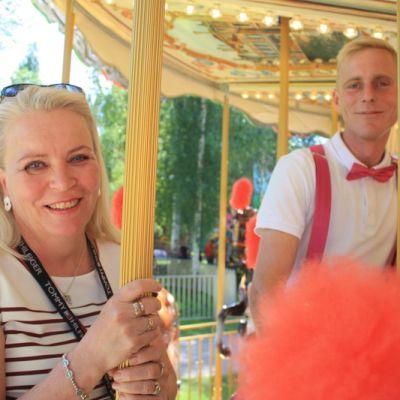 Mari Seiterä ja Arto Koistinen pääsivät uuden karusellin kyytiin.