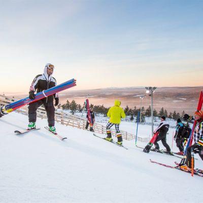 FIS tarkastaa Levin alppikisarinteen kunnon.