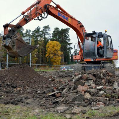 Työt vesiputken rakentamiseksi Kaarinan Littoisista Paraisille ovat käynnissä viidessä eri kohteessa.