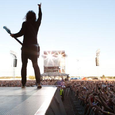 Foo Fighters villitsee yleisöä Kalasatamassa