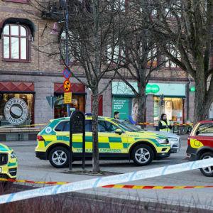 Ambulanser och utryckninsgfordon i centrala Vetlanda.