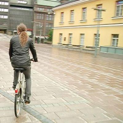 Kaupunkipyörä Narinkkatorilla.
