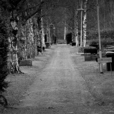 Hautausmaan käytävä