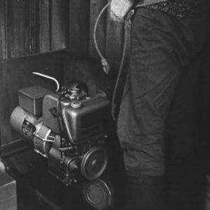 Generaattori, joka tuottaa tsaaristokylälle sähköä.
