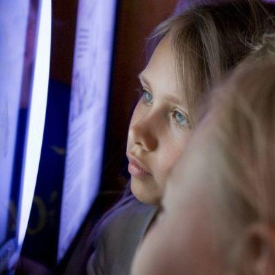lapset katsovat Heurekan hahmotusspiraalia