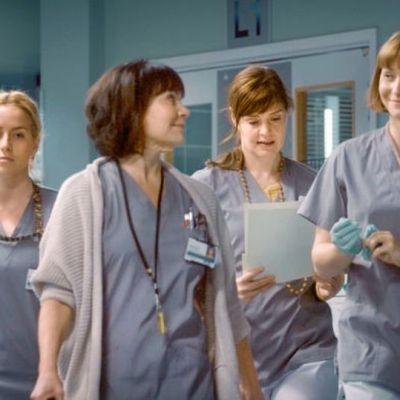 Neljä Syke sairaalasarjan näyttelijä-sairaanhoitajaa.