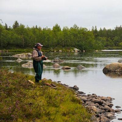 Kalastaja Näätämöjoella