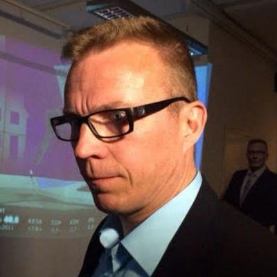 Jukka Kopra pitää vaalivalvojaisiaan Lappeenrannan keskustassa.