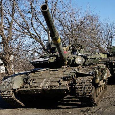 Kapinallisten panssareita Debaltseven kadulla 21.helmikuuta.