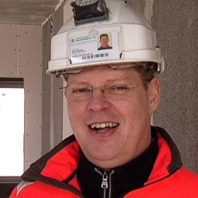 Rakennusliike Reposen toimitusjohtaja Mika Airaksela pitää pullotaloilla pelottelua liioiteltuna.