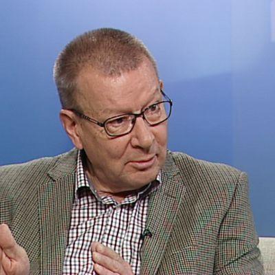 Piispa emeritus Eero Huovinen.