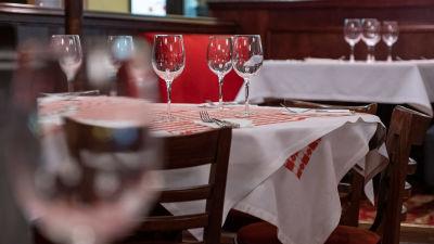BIld på matbordet i restaurangen La Famiglia.