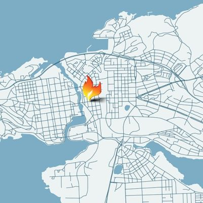 En nattklubb på Hämeenkatu i centrala Tammerfors började brinna tidigt på söndag morgon.