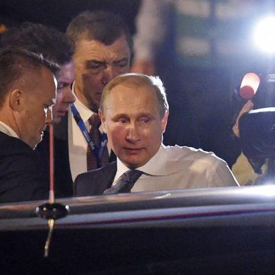 Rysslands president Vladimir Putin anländer till G20-mötet i Brisbane i Australien den 14 november 2014.