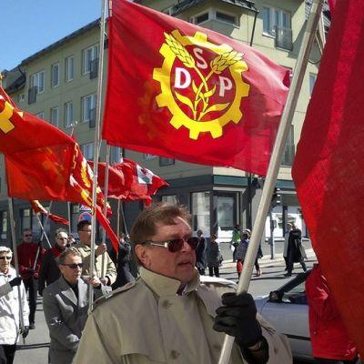 sdp:s anhängare marscherar